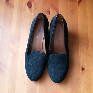 Woman's black wedged shoes